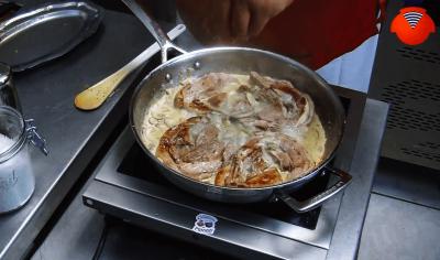 Tendrons de veau, champignons de Paris et Pineau des Charentes