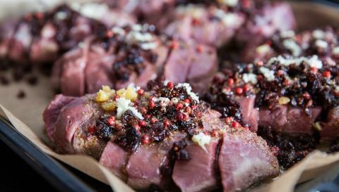 Rôti de magret de canard au foie gras façon Piqthiu
